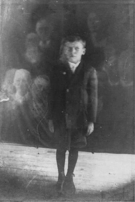 Creepy Late 19th-Early 20th Century Ghost Pictures... Most of the ghost pictures back then were faked, but fascinating to look at either way...