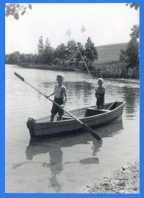 Treuburg, Boot mit zwei Jungen auf dem Lasseck-See