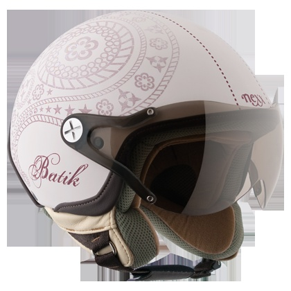 The Nexx X60 batik open face motorcycle helmet comes in a wide range of colours and styles. The helmet is designed for vintage motorbike riders and a great crash helmet for scooters too.