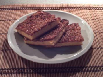 Das perfekte Butterkuchen - dänischer Art-Rezept mit Bild und einfacher Schritt-für-Schritt-Anleitung: Milch und Fett erwärmen. Eier, Zucker und Van.z…