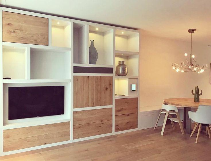 Naast prachtige keukens maken wij ook handgemaakt meubilair op maat. #wandkast #eikenhout #bank #tafel #handmade #interiordesign #livingroom #sijmeninterieur