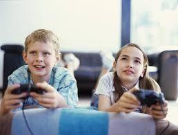 Está muy claro que las nuevas generaciones se encuentran fuertemente atraídas por la tecnología y aun mas, si estas tienen un componente lúdico fuerte, como es el caso de los videojuegos. http://educarenun-tic.blogspot.com.es/2014/01/videojuego-educacion.html