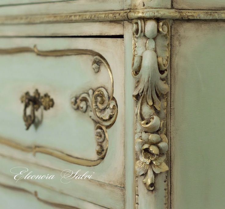 Particolare comò cassettone restaurato e dipinto a mano, oro, verde menta, avorio, patinato, patina, patine, anticato, stile antico, francese, shabby chic, provenzale. Commode restoration restored paint painting gold mint ivory antiques oldstyle frenchstyle provencal arte art arts painting chalk pittura gesso  https://www.facebook.com/atelierdellarteleonorasalvi/