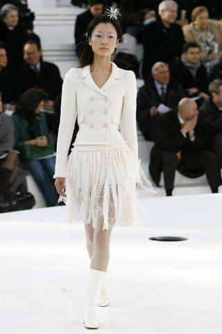 Chanel Spring 2006 Couture Fashion Show - Du Juan