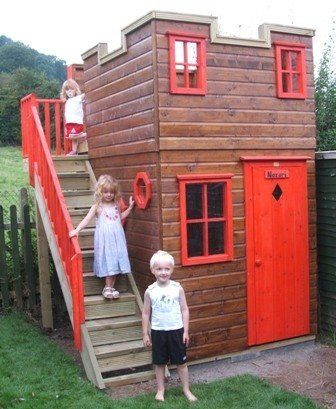 Playhouse looks like a fort for the boys a castle for for Boys outdoor playhouse