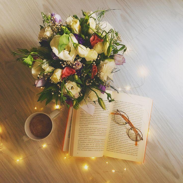 Поздравление цветы книги следующий