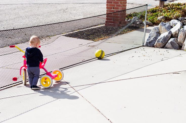 Easy, DIY, driveway fence that is easy to put up or down when your kids are playing in the front yard.  Cleverly safe!