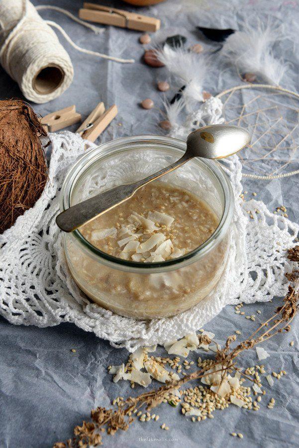 Górska owsianka z masłem migdałowym, wiórkami kokosowymi i tartą gruszką