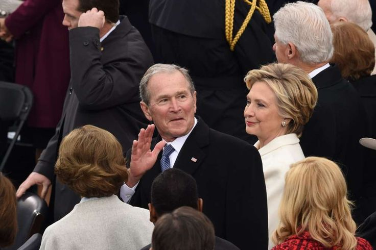 Former Us President George W Bush and Democratic party candidate Hillary Clinto - TIMOTHY A. CLARY/AFP/Getty Images