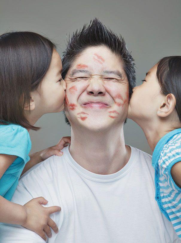 Papa' super creativo scatta foto pazze alle sue due figlie | DVERSO
