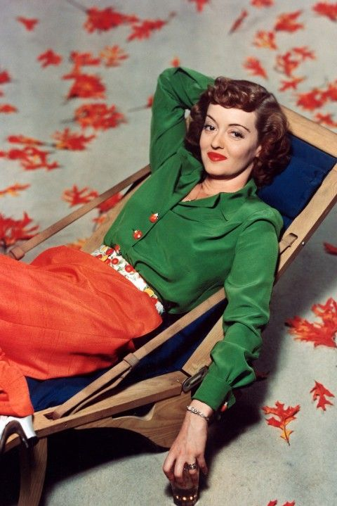 Bette Davis, 1940s Bette Davis knew how to clash her brights right, topping off her look off with a slick of red lipstick.