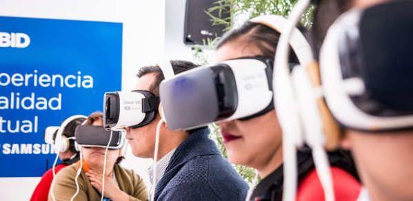 Al igual que sucede con otras tendencias tecnológicas que han ido evolucionando con el paso de los años, la ya popular realidad virtual o VR, es una de las llamadas a experimentar un crecimiento muy importante a lo largo del presente año que está comenzando.De hecho, el pasado año 2016, ya supuso uno de los momentos de inflexión para una tecnología que lleva mucho tiempo entre nosotros pero que hasta...