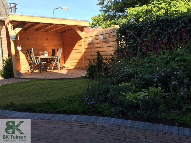 Veranda van Douglas hout met vlonder terras www.groenehanden.nl