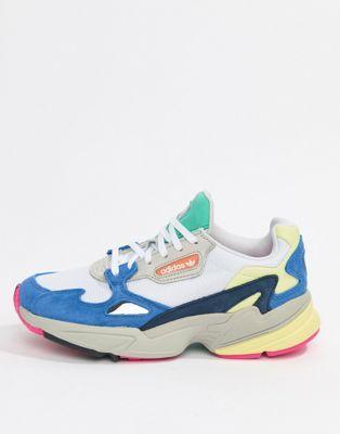 b4d1a3806d49c9 Achetez adidas Originals - Falcon - Baskets - Blanc multicolore sur ASOS.  Découvrez la mode en ligne.