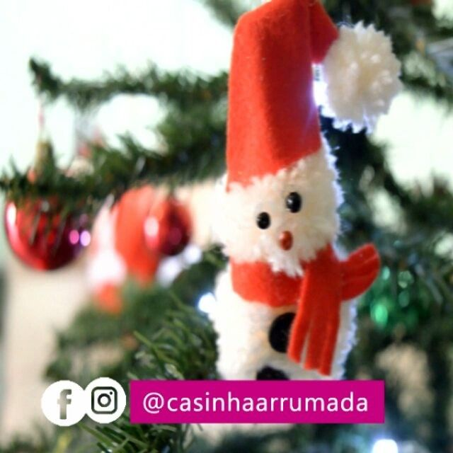 Quem já assistiu o vídeo novo, com ideias de enfeites fáceis e baratos para decorar a Árvore de Natal? 🎄❄ Vem, tô te esperando! *link direto pro vídeo na bio* E mais tarde (às 19h) tem vídeo novo no canal, hein? SIM, dezembro já começou com tudo! hahaha