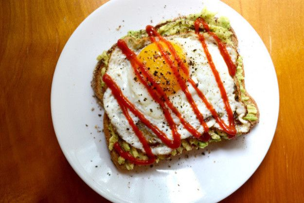 Avocado toast with an egg and sriracha. | 21 Healthy Power Snacks All College Students Should Know