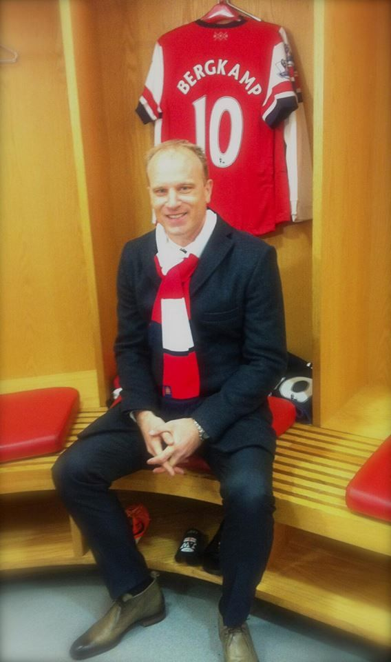 Bergkamp Gets a New Kit After the Unveiling of His Statue.