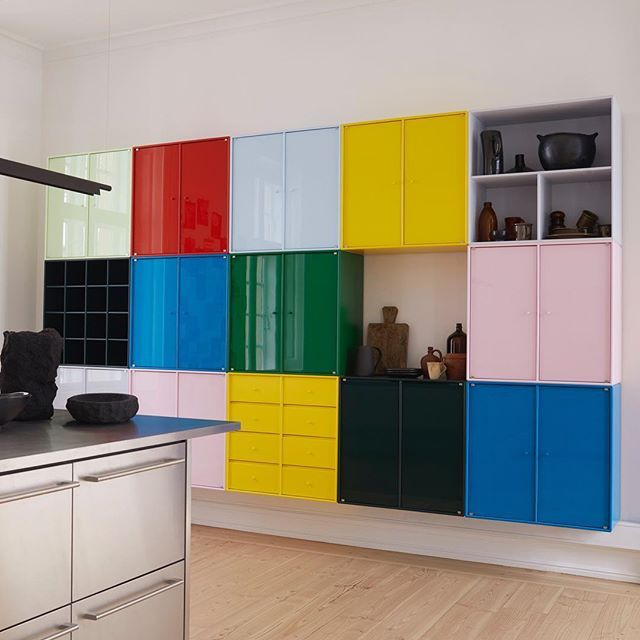 We prefer colourful Fridays  #homestyling #colorlove #kitchendesign #kitchendecor #colormix #storage #modular #kitcheninspo