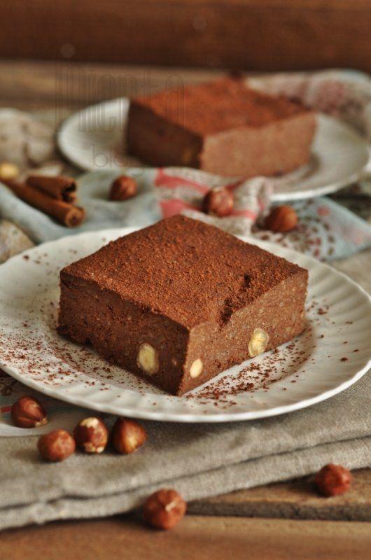 Pyszne ciasto bez pieczenia, bezglutenowe i pełne zdrowych składników. Na blogu autora zrobiło furorę więc jeśli jeszcze nie jedliście to warto wypróbować