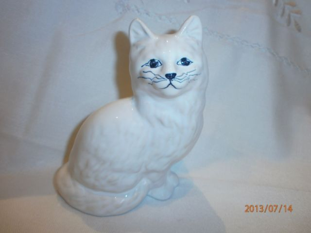 """GULDKROKEN HJO-SWEDEN WHITE CERAMIC CAT 5"""" TALL"""