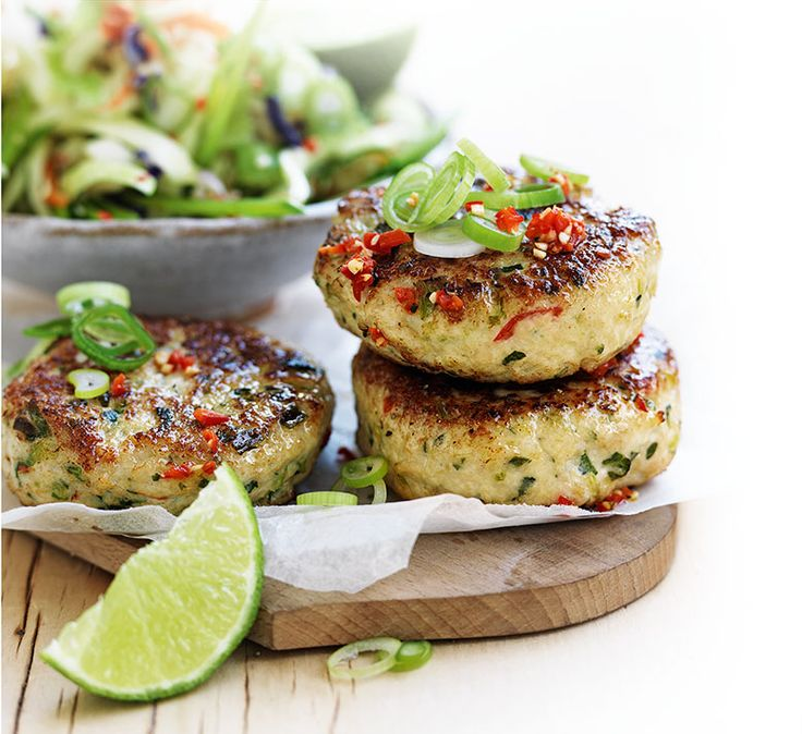 Thai fishcakes with crunchy rice salad - Healthy Food Guide