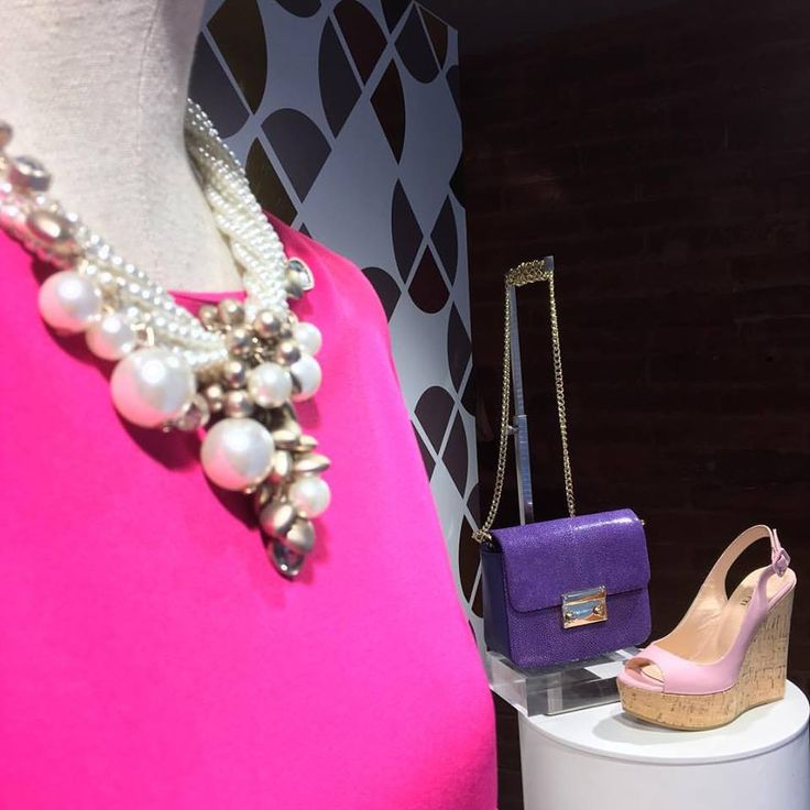 Enjoy the little things, enjoy the brightness of colors! ✨✨ Have a great week #fashionistas ❤️  #CherryHeel #luxury #boutique #Barcelona #monday #happy #moodoftheday #colorexplosion #colorful #madeinitaly #pearlnecklace #stingrayleatherbag #wedges #fucsiadress #eixample #shopping #experience #fashion #shoes #musthave #decompras #барселона #шоппинг #лето2017 #август #итальянскиебренды #обувь #испания #мода