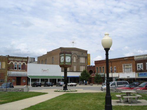 Town Square and Clock, Clinton, IL | Clinton Illinois Chamber of Commerce and Tourism Bureau