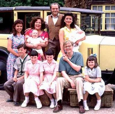 The Darling Buds of May- a fantastic TV series from the BBC in the 90s- I've seen it a thousand times! This is my perfect life.