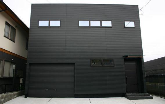 注文住宅:モダンなデザインのビルトインガレージ:外観