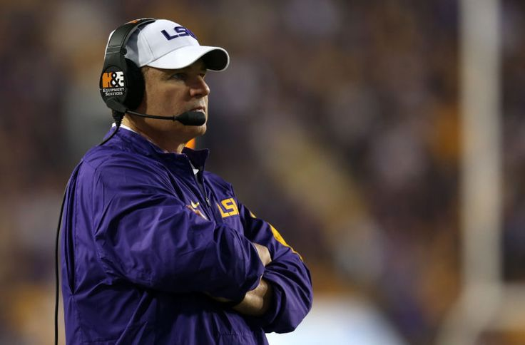 Les Miles interested in Ole Miss football head coaching vacancy