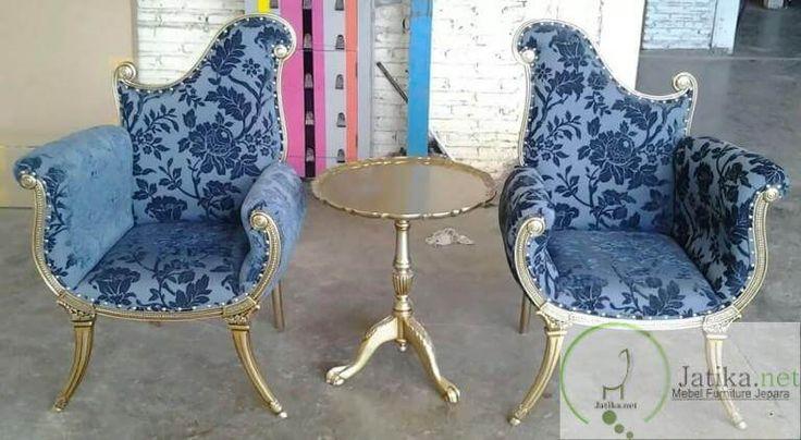 Kursi Teras Sofa Ukir Jati Modern merupakan Kursi yang dibuat dengan bentuk desain ala eropa yang sangat cocok untuk menghias teras rumah idaman anda.