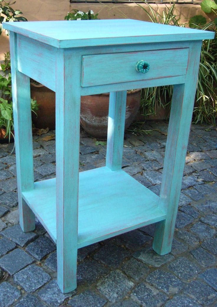 Mesa de Luz Sur decapada en color turquesa. Herraje de cerámica al tono. Medidas 45cm de ancho, 72cm de altura y 40cm de profundidad.