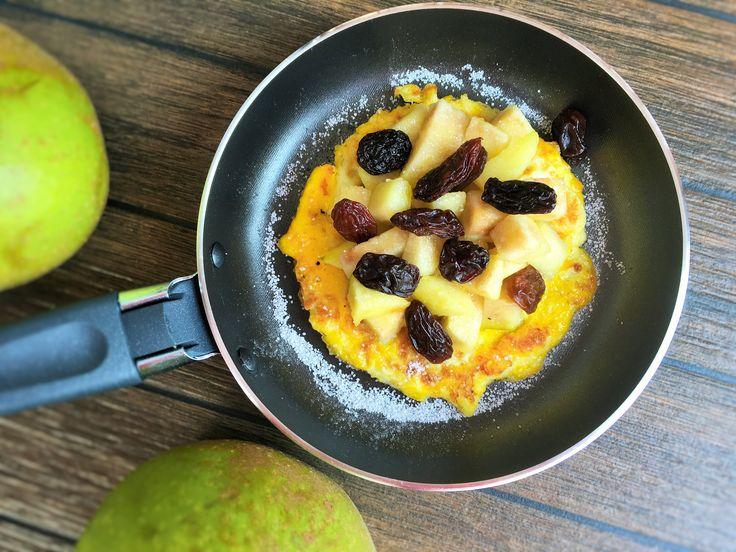Omlet z jabłkami i cynamonem