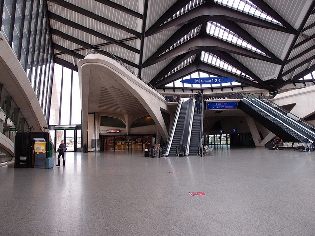 how to get from lyon airport to lyon