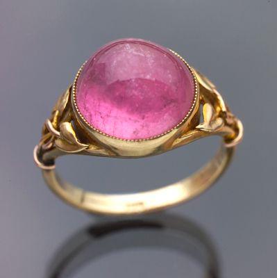 URRLE BENNETT & CO Attrib. Arts & Crafts Ring Gold & pink tourmaline Diameter: 1.3 cm (0.5 in) Marks: 9 ct British, c.1900