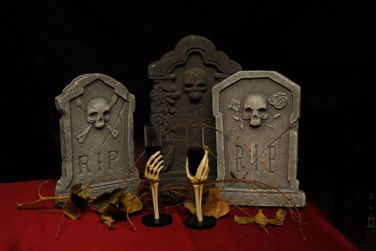 Un bell'articolo sul cenone di Halloween a Milano... andate a curiosare! http://milano.mentelocale.it/61455-milano-halloween-2014-cenone-horror-sui-tetti-milano/