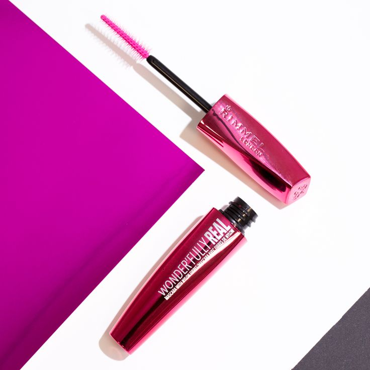 Wonder'fully Real Mascara with nylon fibres giving you stunning length and gorgeous volume. • With 4mm lash extending Nylon fibres • Pink precision brush to reveal a fan of longer, fuller looking lashes • Wears all day: smudge-proof, flake-proof and easy to remove