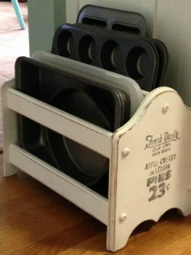 A bit of chalk paint turned a magazine rack into a shabby-chic place for pans…