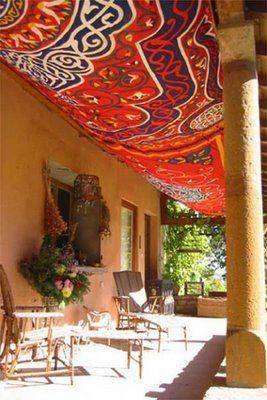 DECOARCHIVE: Decor Ideas, Colors Fabrics, Gardens Living, Beautiful Backyards, Outdoor, Fabrics Porches, Amazing Colors, Front Porches, Backyards Gardens