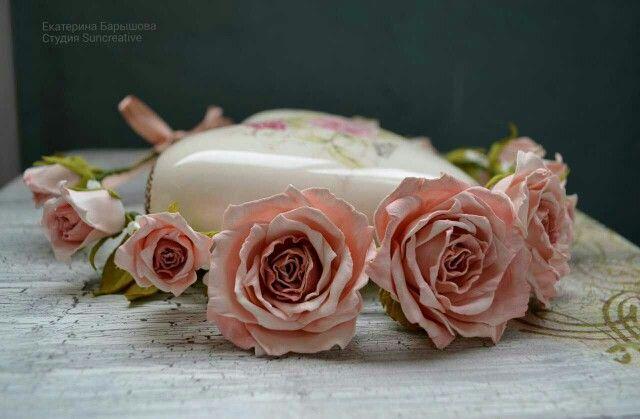 Веночек из роз, материал цветов пластичная замша.