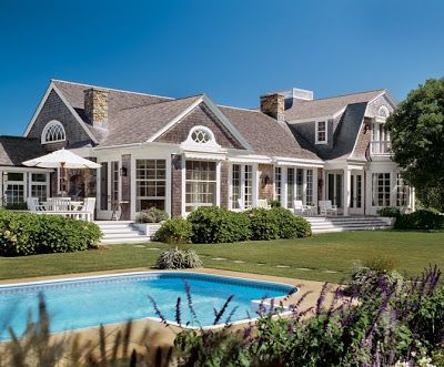 Hamptonu0027s #shingle #style #home With Light Warmth And Upbeat Cheeriness.