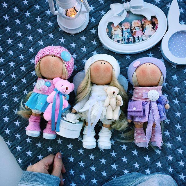 ПирожочкиАнгел ждёт курьера и уезжает сегодня А вот девочки по бокам ещё не нашли свой дом ПРОДАЮТСЯ\SOLD Ростик 19 см -3300р. #tatiananedavnia #tilda #wedding #pink #pillow #МК #decor #fabrik #handmad #knitting #love #cotton #baby #кукла #шитье #выставка #шеббишик #пупс #платье #подарок #праздник #работа #ручнаяработа #сделайсам #своимируками #ткань #тильда #интерьер #интерьернаяигрушка #интерьернаякукла