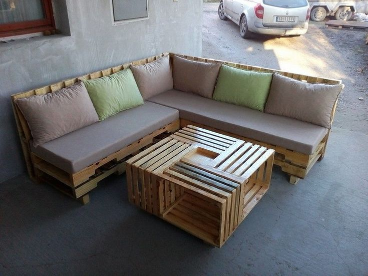 Pallet Sofa with Coffee Table