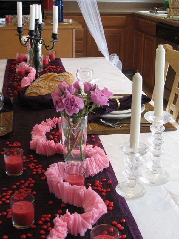 Decorating Romantic Dinner Table For That Special Dinner For Two - http://www.amazinginteriordesign.com/decorating-romantic-dinner-table-for-that-special-dinner-for-two/