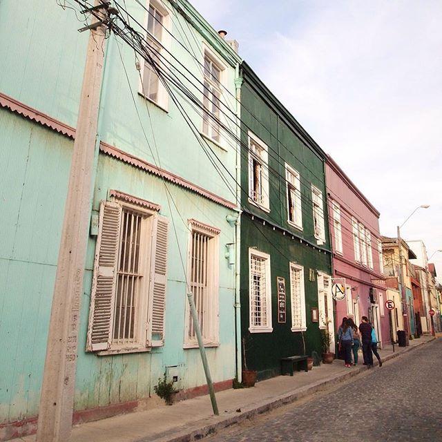 Valparaíso ich liebe dich!   . . . #vscocam #vsco #colorpastel #Valparaíso #colorful #agameoftones #beautifuldestinations #wonderful_places #streetphotography #sonwelitt #urbanromantix #urbanexploration #livethelittlethings #farbenfroh #splendid_reflections #instagoodmyphoto #lestgosomewhere #chileestuyo #ig_chilelindo #vscolover #lifeofadventure #streetdreamsmag #vscolover #wonderful_places