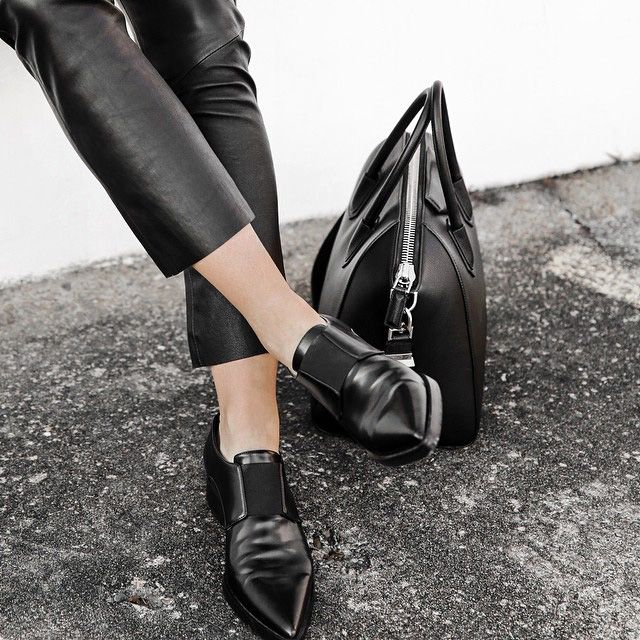 Loafer affair.   #loafer #blackloafer #totalblack #leatherpants #leatheroutfit #mannish #style