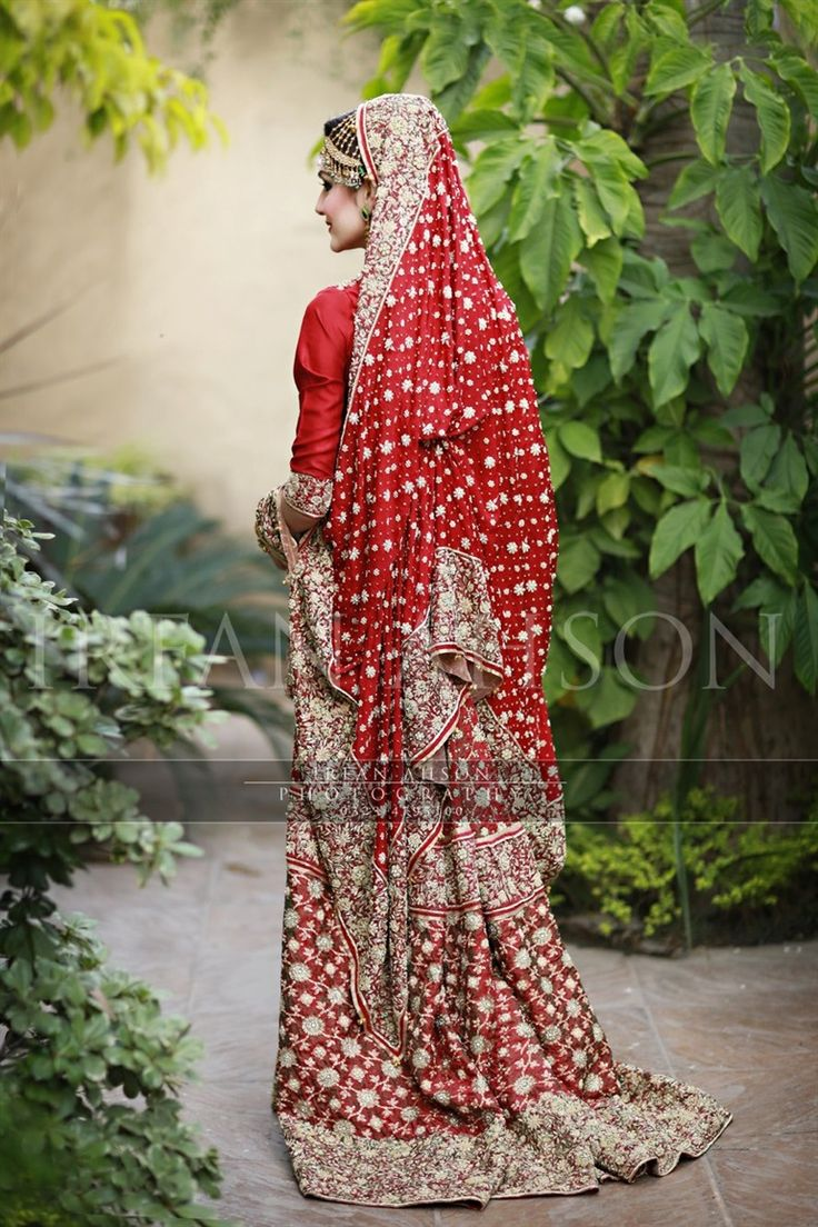 red w. hints of green Pakistani wedding dress | Irfan Ahson Photography