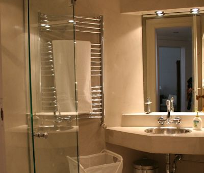 Bajcsy Luxury Apartment's Bathroom with shower