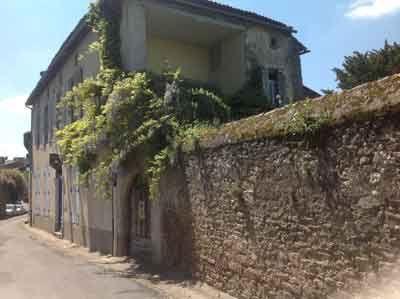 Hotel particulier avec Chambres d'hôtes à vendre à Parthenay dans les  Deux-Sèvres