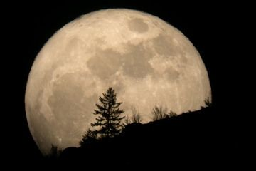 'Supermoon' Alert: Biggest Full Moon of 2012 Occurs Saturday, May 5th, at 10:35pm cst (11:35pm est)